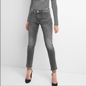 GAP High Waisted Slim Straight Jeans